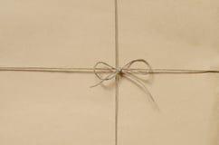 Papppackebakgrund som binds med, tvinnar Arkivbild