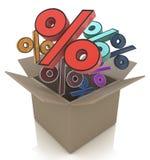 Pappschachtel mit Prozenten Verkaufskonzept - Hand mit Vergrößerungsglas Stockfotografie