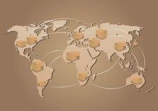 Pappschachteln auf Weltkartehintergrund Stockfoto