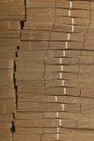 Pappstapel auf Wellpappenbeschaffenheit Lizenzfreie Stockfotografie