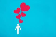 Pappzahl des Mannes auf einem blauen Hintergrund Das Symbol der Liebe Stockfotos