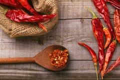 Paprica rossa su una tavola di legno Fotografie Stock Libere da Diritti