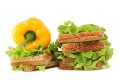 Paprika, Brot und Salat Stockbild