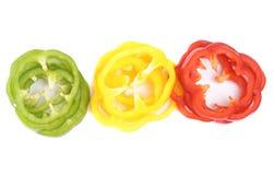 Paprika coloreada (pimienta) aislada en un blanco Fotos de archivo libres de regalías