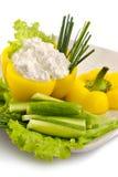 Paprika die met naar huis gemaakte kaas wordt gevuld Stock Foto's