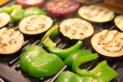 Paprika et aubergine sur le gril Photos libres de droits