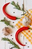 Paprika, Knoblauch und Kräuter. Lizenzfreie Stockfotos