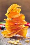 A paprika lasca-se com pimentas de pimentão em um fundo de madeira Fotografia de Stock Royalty Free
