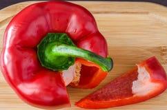 Paprika no foco mais perto da fatia de paprika Imagem de Stock Royalty Free