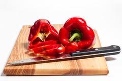 Paprika och kniv Royaltyfria Bilder