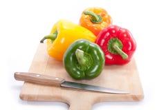 Paprika op broodplank Stock Fotografie