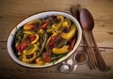 Paprika rôti avec la noix de pécan et le romarin photo libre de droits