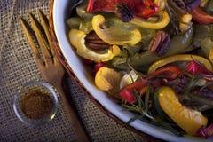 Paprika rôti avec la noix de pécan et le romarin photographie stock libre de droits
