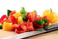 Paprika rot, grün, gelb in den Stücken Lizenzfreie Stockfotografie