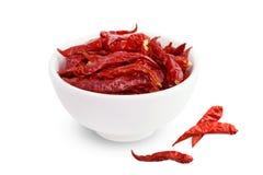 Paprika, rotes würziges heißes Aroma der Paprikas, trocknete rote Paprikas in einer Draufsicht der weißen Schale über weißen Hint lizenzfreies stockbild