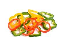 Paprika rouge coupé en tranches de vert jaune Image stock