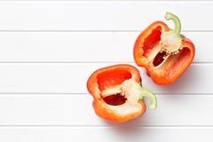 Paprika rouge divisé en deux Photographie stock libre de droits