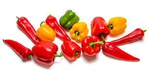 Paprika rouge, jaune et vert sur un fond blanc image stock