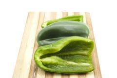 Paprika Vert de plat en bois Images libres de droits