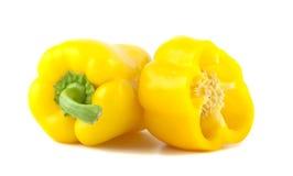 Paprikas amarillos aislados en el fondo blanco. Imagen de archivo libre de regalías