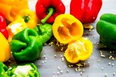 Paprikas colorés sur le hachoir Photographie stock