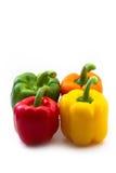 Paprikas rojas, anaranjadas, amarillas y verdes Imágenes de archivo libres de regalías