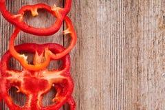 Paprikas rojos cortados Fotos de archivo libres de regalías