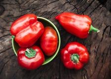 Paprikas rojos Fondo de madera Imagen de archivo libre de regalías