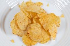 Papryka chipsy na białym talerzu fotografia stock