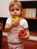 papryka dziecko gospodarstwa zdjęcie stock