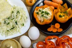 Papryka - gotujący pieprzu jak naczynia na stole zdjęcie stock