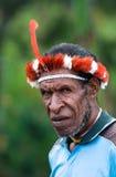 Papuanmann, Wamena, Papua, Indonesien stockbild