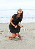Papuaska dziewczyna wrzeszczy na plaży Zdjęcie Stock