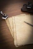 Papyrus sur un bureau Images stock