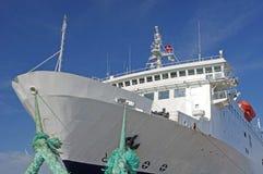 Paquebot énorme au port Photo stock