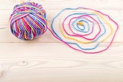 Paquet coloré avec le fil tissé Images stock
