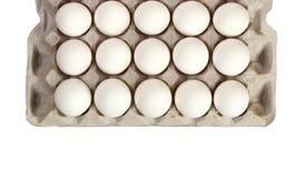 Paquet d'oeufs blancs d'isolement sur le fond blanc Photo stock