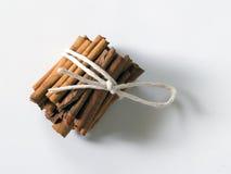 Paquet de bâtons de cannelle Photo stock