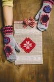 Paquet de cadeau avec l'ornement Image libre de droits