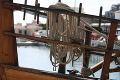 Paquet de corde de côté en bois de bateau photographie stock