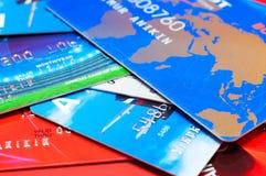 paquet de crédit de cartes de côté Photographie stock libre de droits
