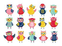 Paquet de différents hiboux ou jeunes hiboux drôles d'isolement sur le fond blanc Collection d'oiseaux adorables de forêt de band illustration stock