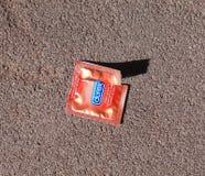 Paquet de préservatif ouvert Image stock
