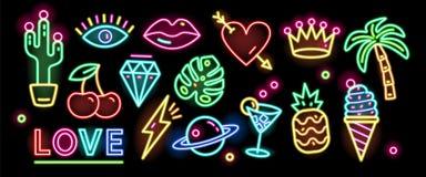 Paquet de symboles, de signes ou d'enseignes rougeoyant avec la lampe au néon colorée d'isolement sur le fond noir Collection de illustration stock