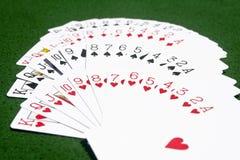 Paquet des cartes sur la table Photos stock