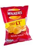Paquet des chips de marcheurs Photo stock