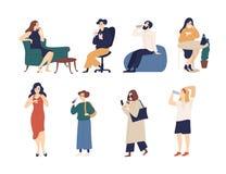 Paquet des hommes et de femmes buvant de diverses boissons - soude, vin, thé ou café, l'eau Collection de bande dessinée drôle illustration libre de droits