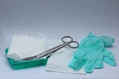 Paquet et scizors stériles de habillages Photographie stock libre de droits
