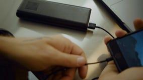 Paquet portatif de banque d'énergie de batterie d'utilisations millénaires banque de vidéos