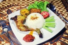 Paquete curruscante del pollo del menú tradicional de la comida Imagen de archivo